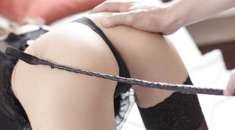 Spanking als BDSM Fantasie kann bei vielen Spielarten eingebunden werden